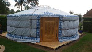 yourte-insolite-mongole-locative-location-un-lit-double-deux-lits-simples-camping-puits-tournants-sailly-le-sec