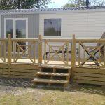 terrasse-avec-salon-de-jardin-mobil-home-de-location-camping-sailly-le-sec