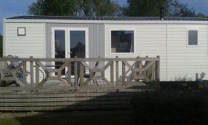 vue-extérieure-mobil-home-location-perche-camping-sailly-le-sec