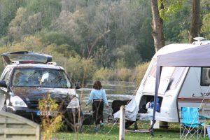 emplacement-bord-eau-étang-pêche-camping-car-caravane-camping-puits-tournants-sailly-le-sec