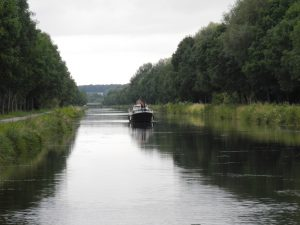 canal-somme-vallée-haute-somme-véloroute-chemin-halage-contigu-camping-sailly-le-sec-puits-tournants-somme-hauts-de-france